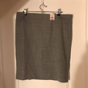 Grey Le Chateau Skirt  Size 15/ NWT